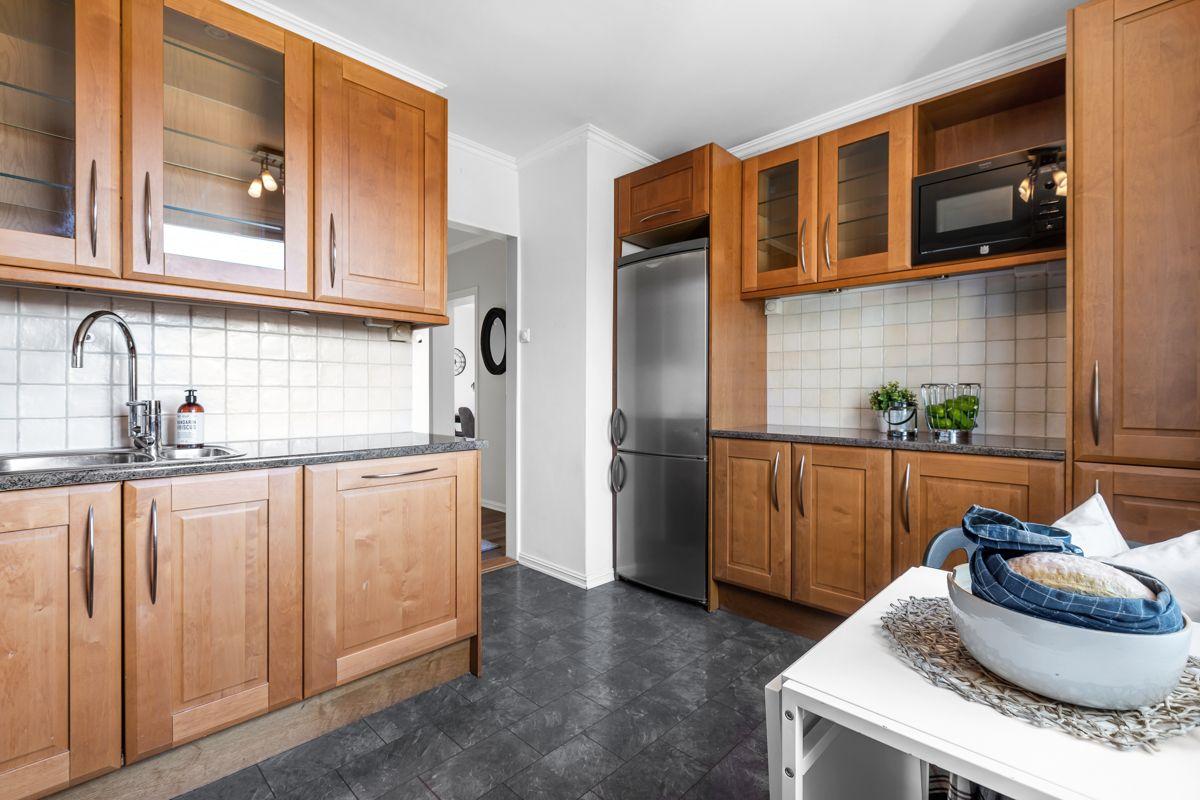 Spektrumveien 1 Videre finner du integrerte hvitevarer som komfyr, platetopp, ventilator, oppvaskmaskin og kjøl- fryseskap.