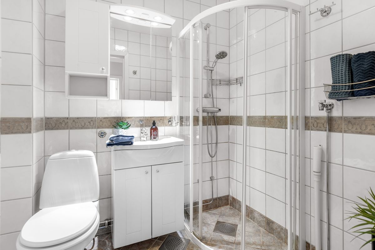 Spektrumveien 1 Videre er det opplegg for vaskemaskin, så her har du alt du trenger på baderommet.