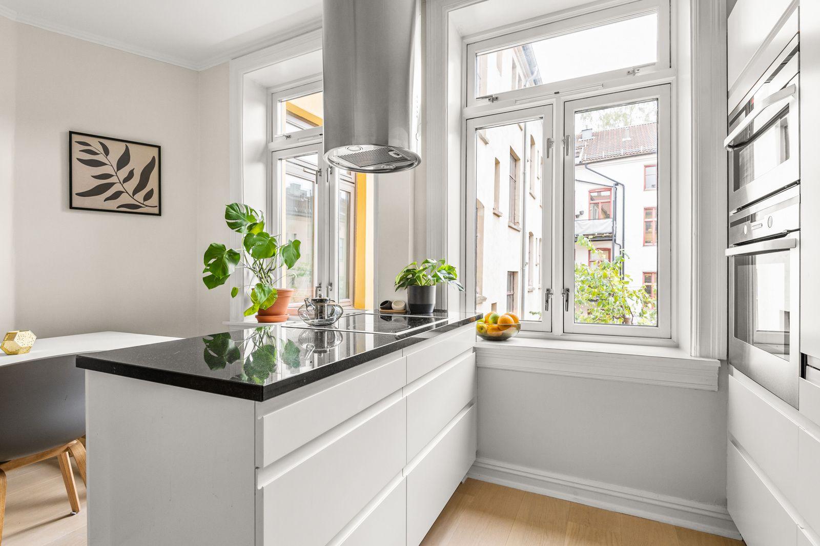 Paulus' plass 3 B Moderne og tidløst HTH-kjøkken som var nytt i 2017.