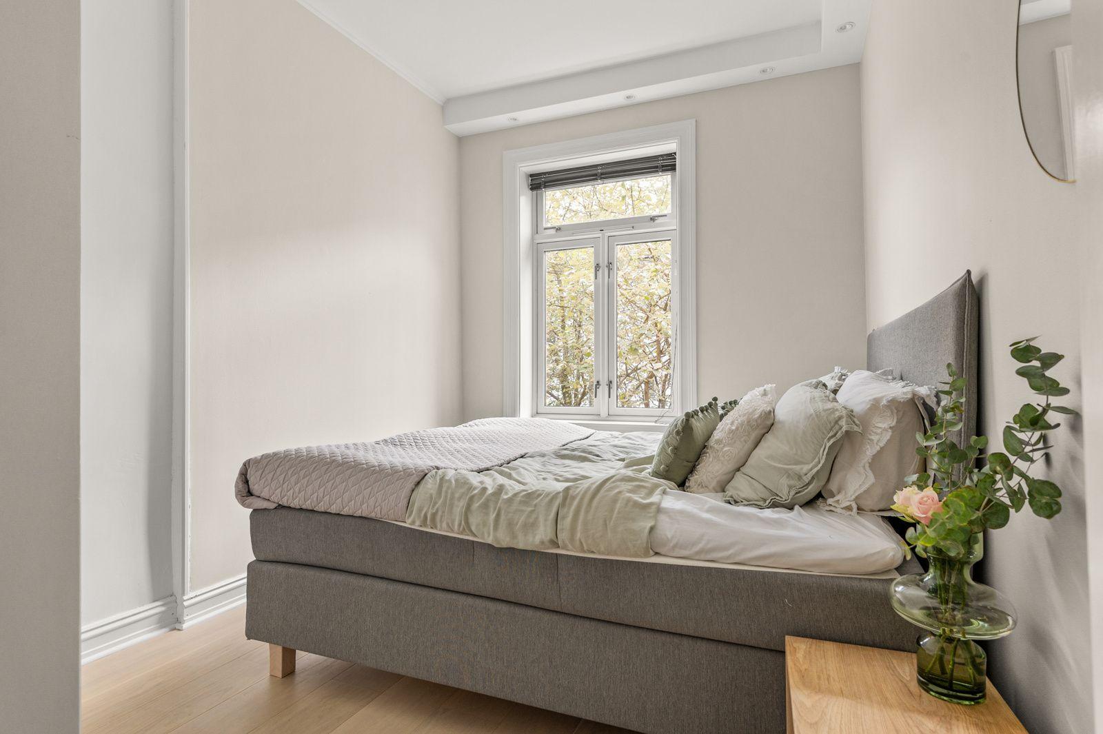 Paulus' plass 3 B Samme høye standard som resten av leiligheten med enstavs parkett fra 2017 på gulv og glatte overflater malt i 2021.