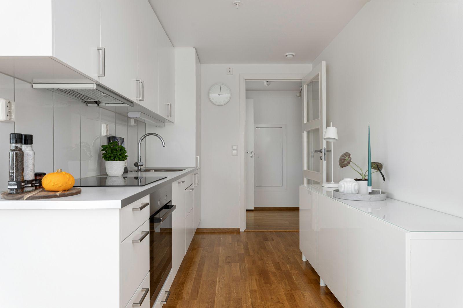 Fernanda Nissens gate 5 B Moderne og tidløst Marbodal-kjøkken som var nytt i 2013.