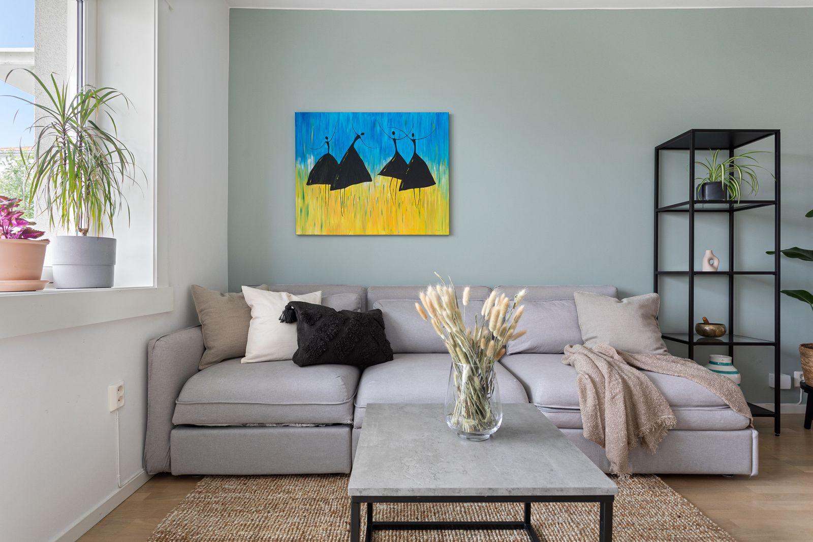 Ålesundgata 3 B God standard med parkett på gulv og lysmalte overflater med en fin kontrastvegg.
