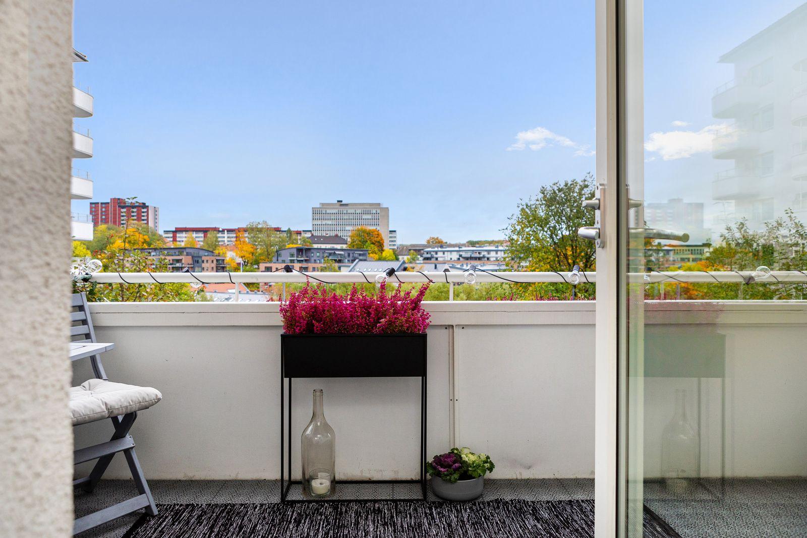 Ålesundgata 3 B Fra stuen har du utgang til en stor og fin balkong på ca. 8m².