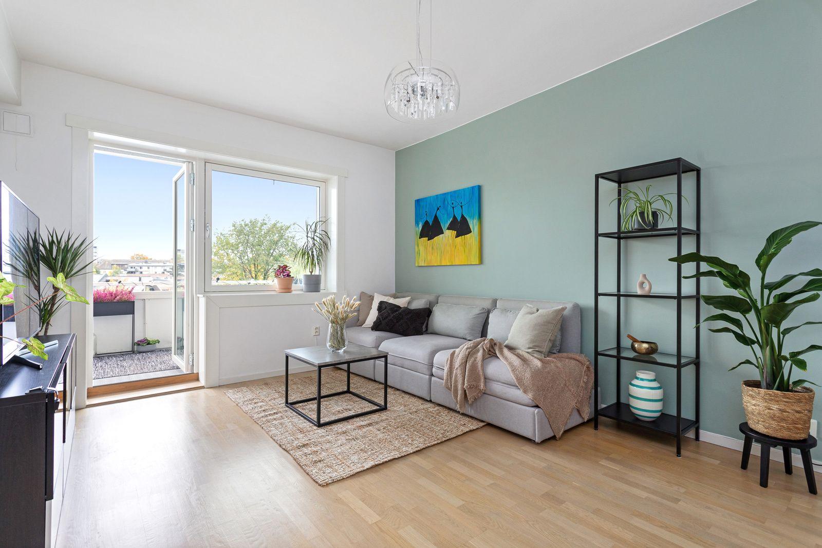 Ålesundgata 3 B En stor, lys og moderne 3-roms leilighet med god standard.