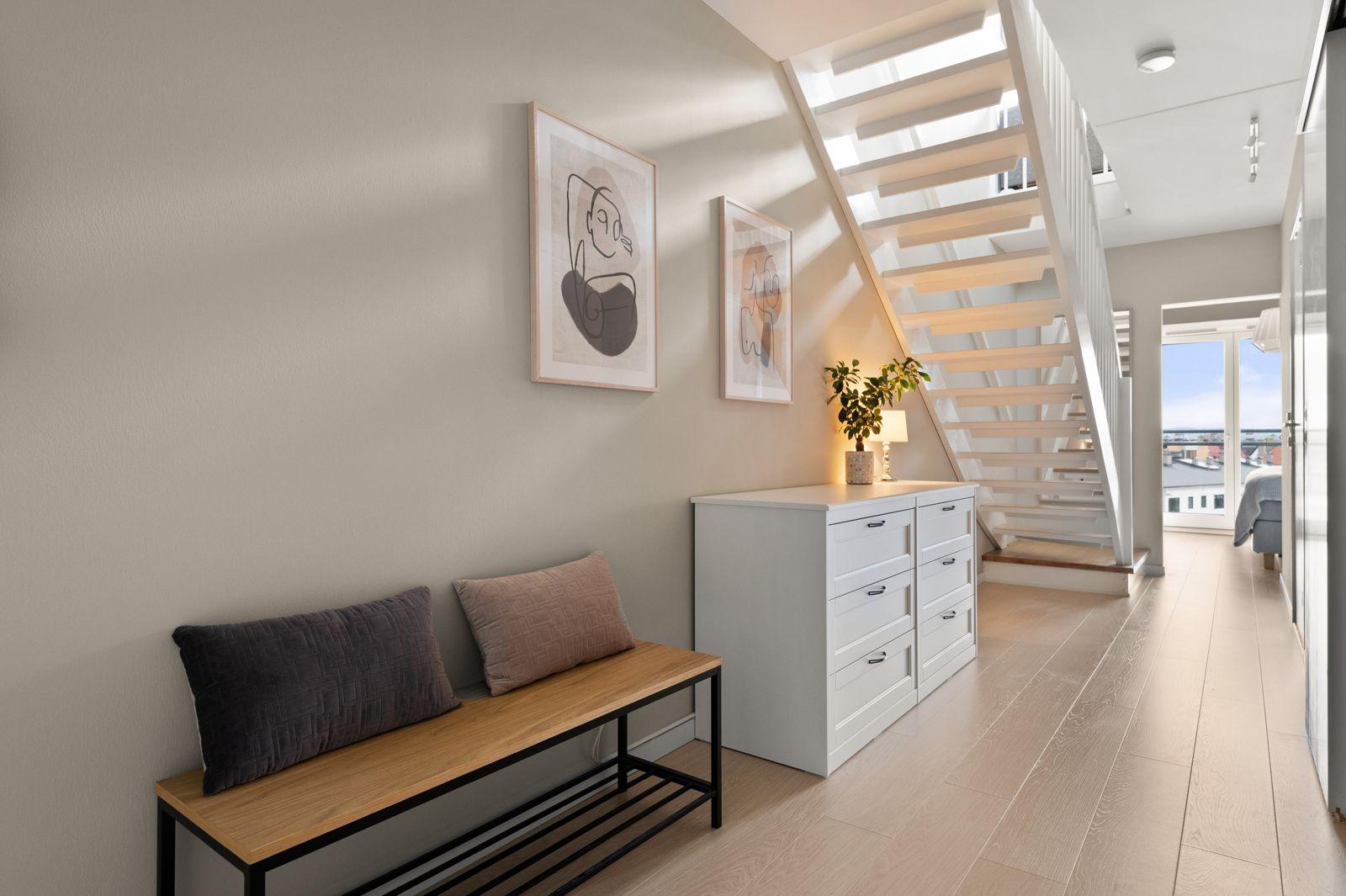 Bergensgata 36 G I boligens første etasje finner du gang, to soverom, baderom og innvendig bod/omkledningsrom.
