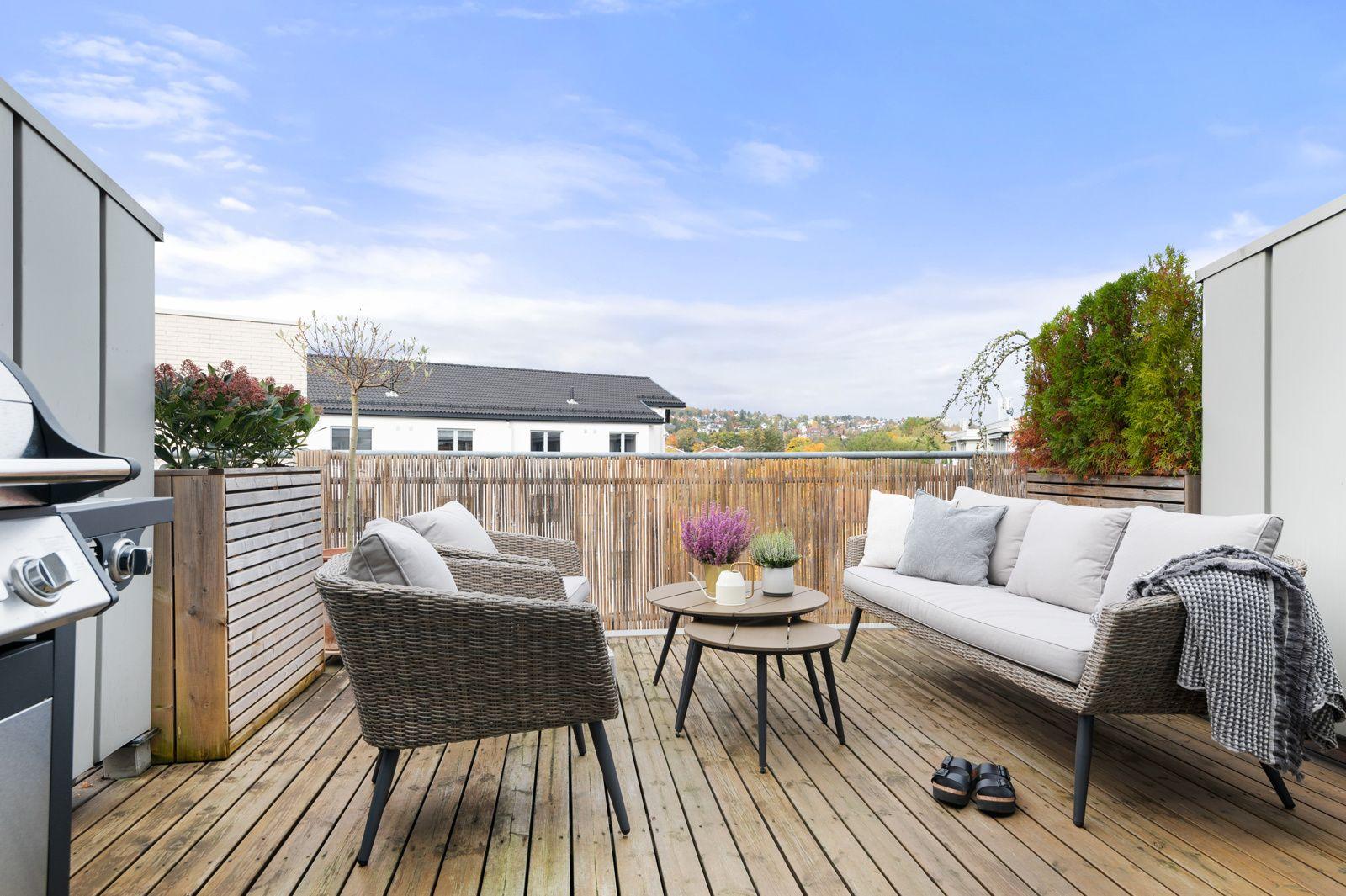 Bergensgata 36 G Fra kjøkkenet har du en stor skyvedør ut til en fantastisk flott og solrik takterrasse på ca. 15m².