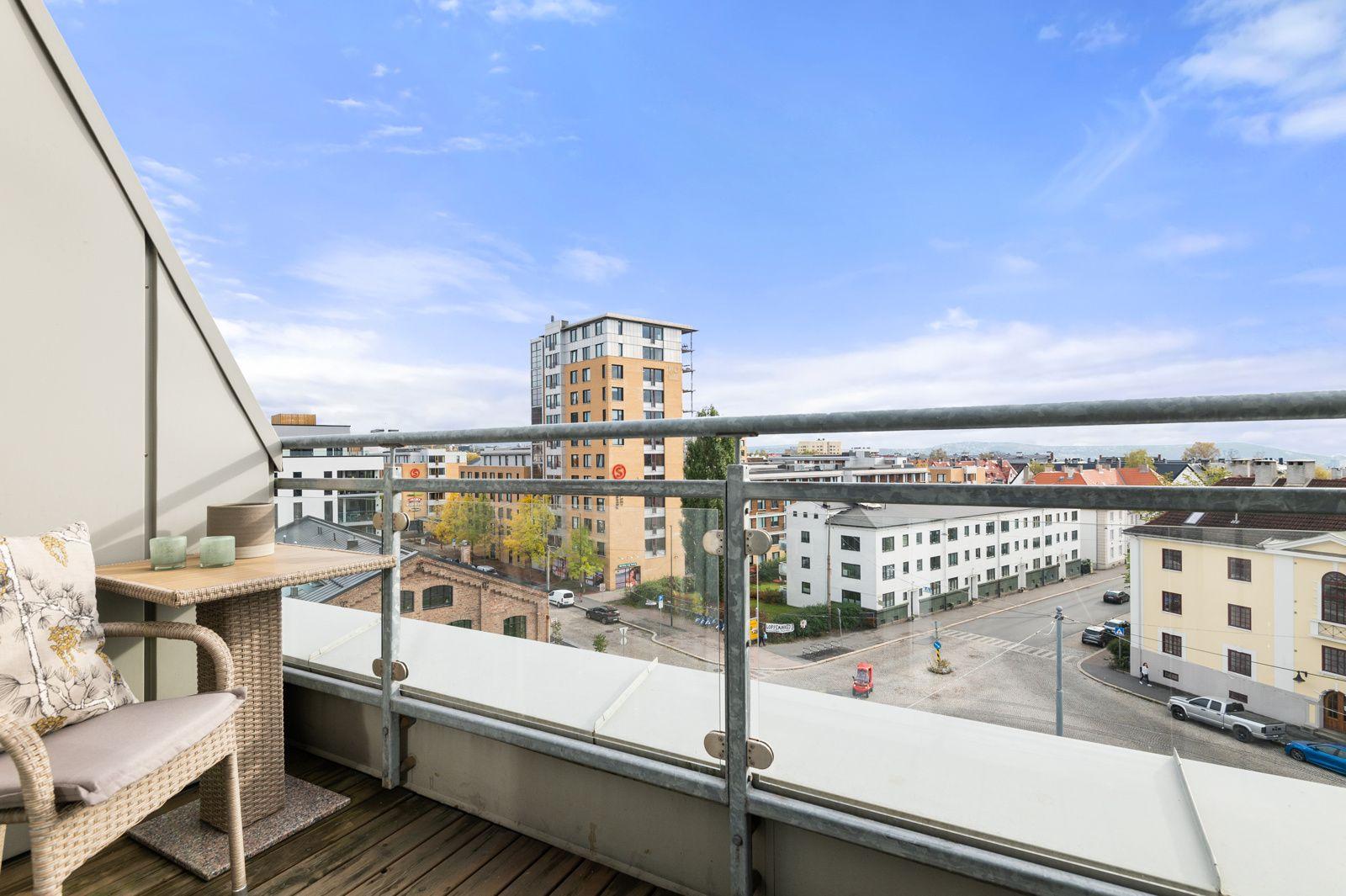 Bergensgata 36 G Fra stuen har du utgang til en flott og solrik sydvendt balkong på ca. 4,3m².