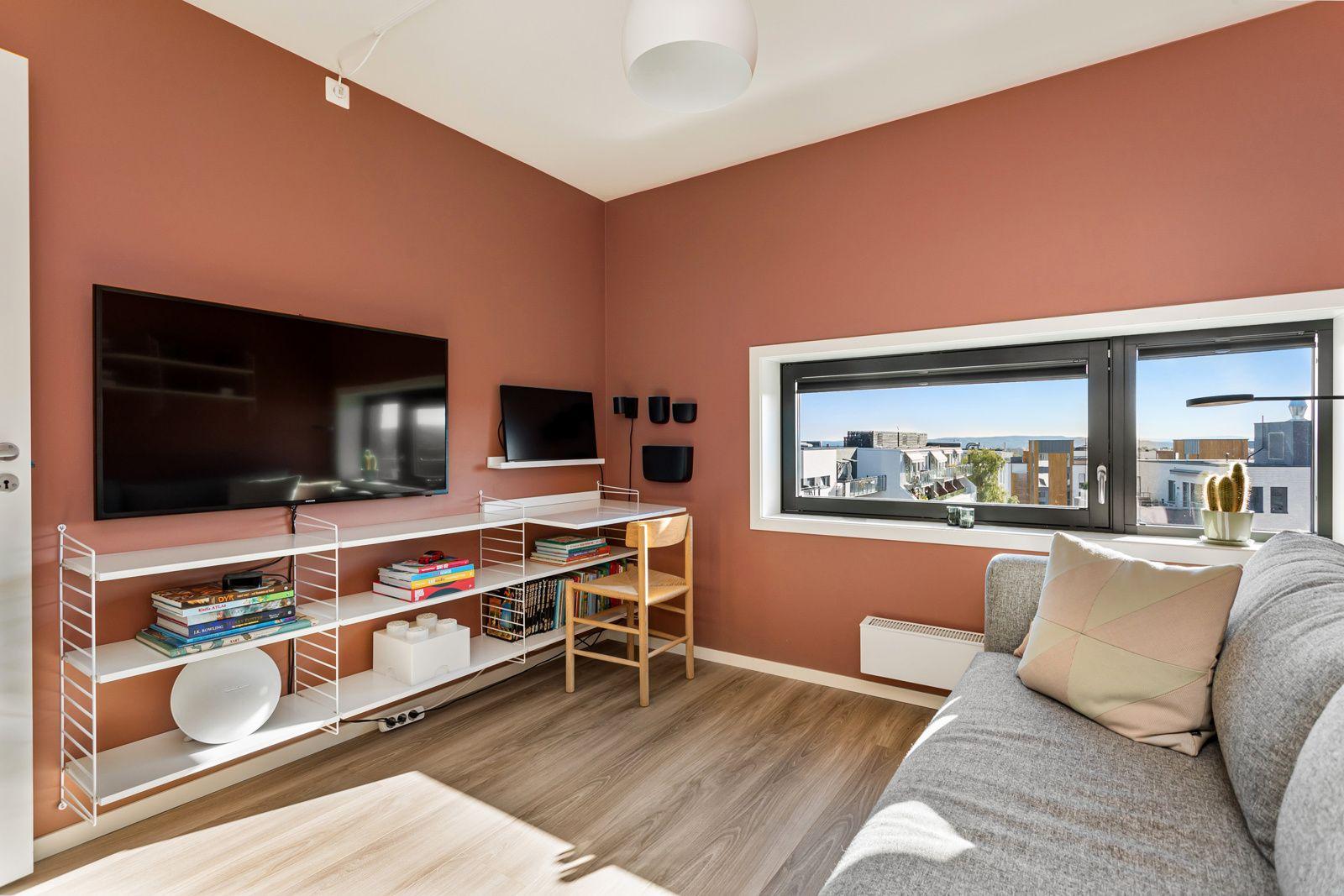 Sandakerveien 22 H Det andre soverommet er også et lyst og fint rom av god størrelse og med eget omkledningsrom.
