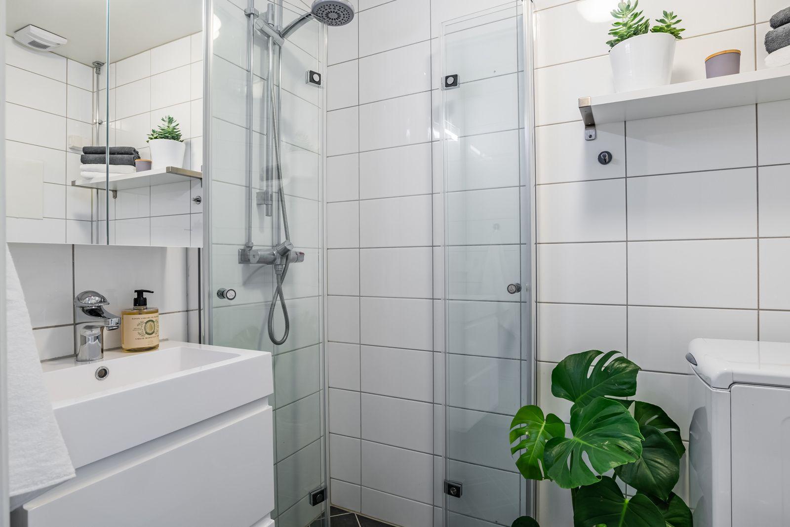 Etterstadsletta 4 I Pent og lyst baderom med opplegg for vaskemaskin