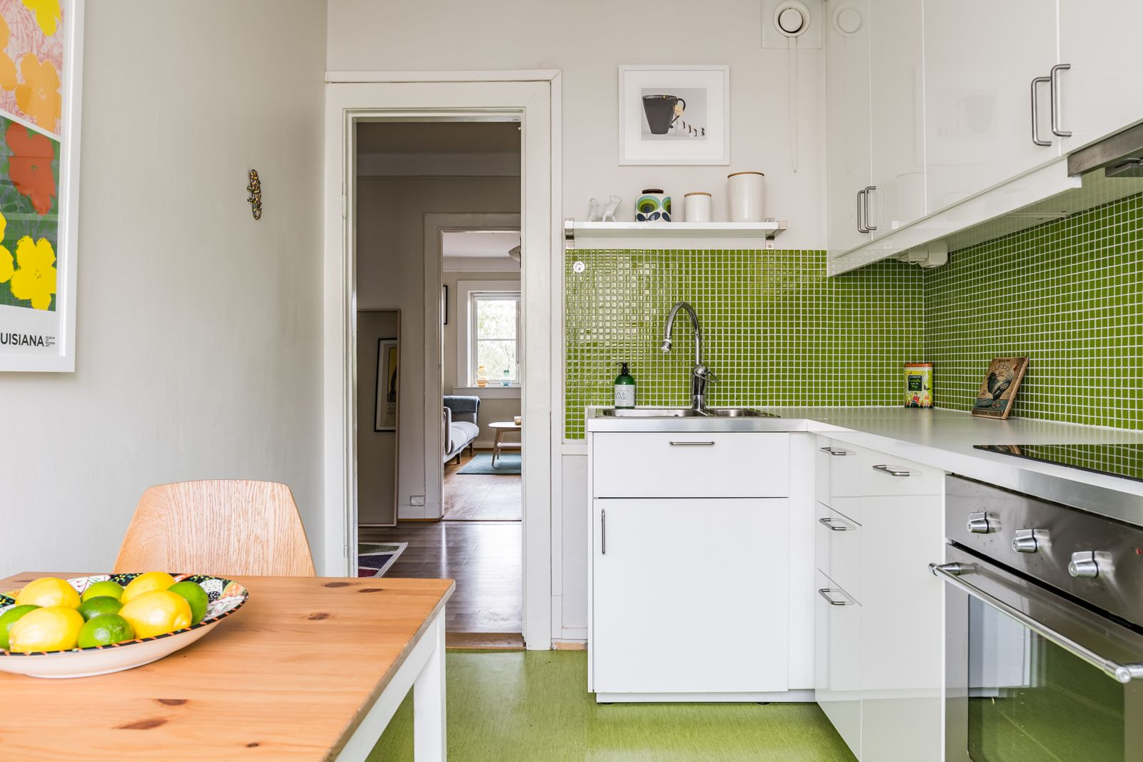 Etterstadsletta 4 I - Integrert stekeovn og kjeramisk platetopp. Ventilator med belysning og komfyrvakt. Integrert oppvaskmaskin. -