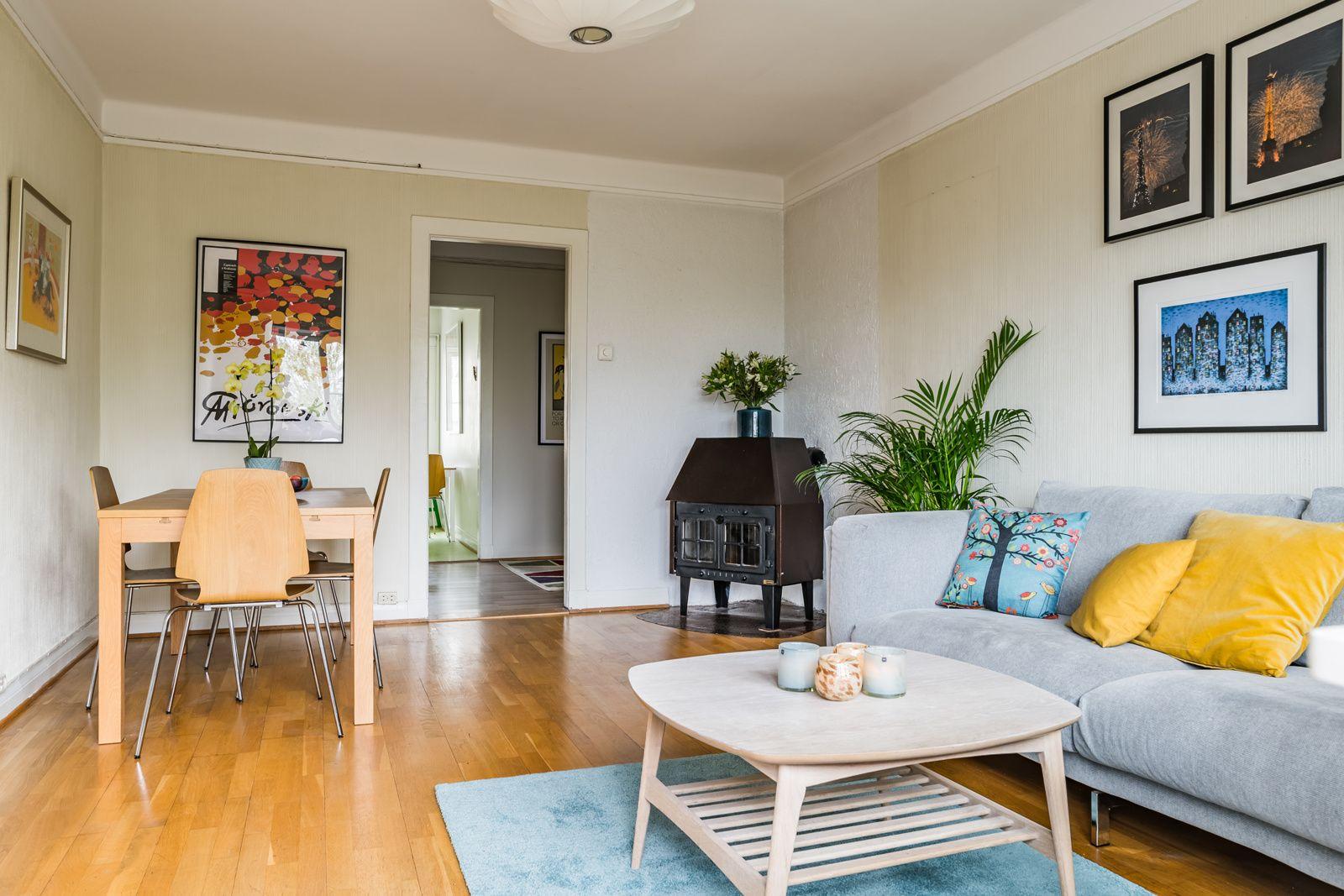Etterstadsletta 4 I Plass til spisegruppe og sofa i stuen