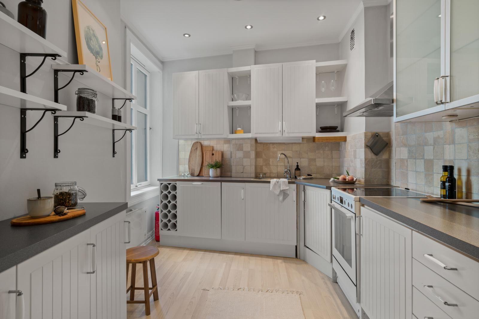 Sannergata 10 Separat kjøkken med god skap- og benkeplass