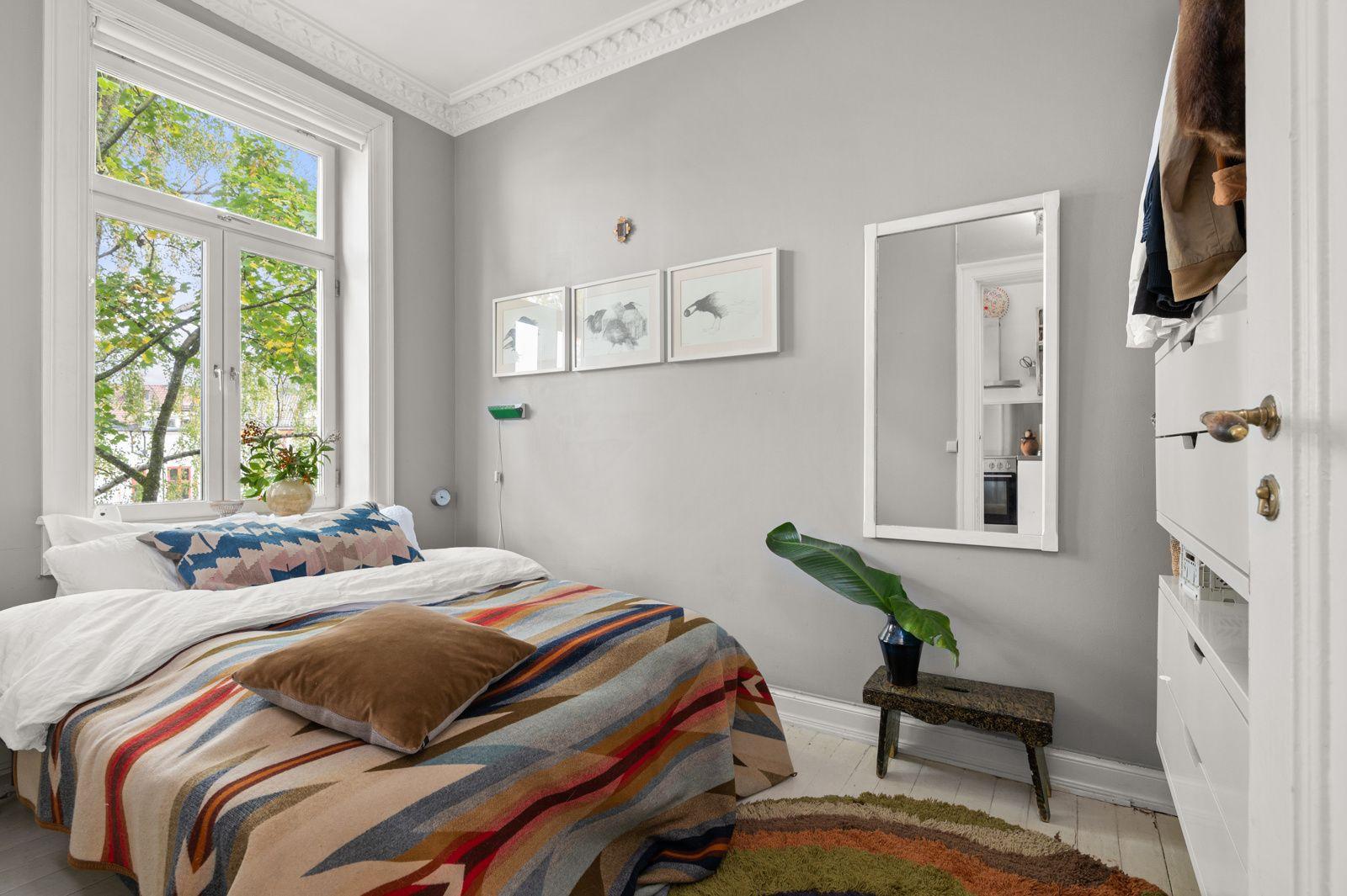 Arups gate 18 B - Luftig soverom med god plass til dobbeltseng og nattbord -