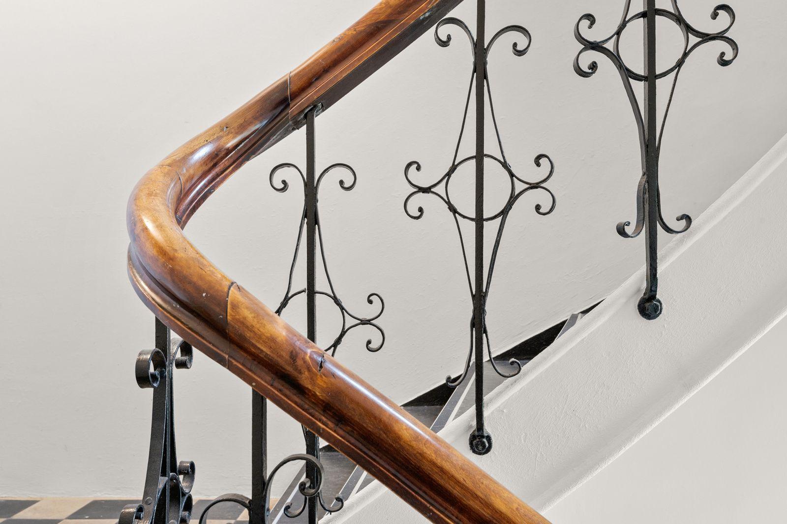 Arups gate 18 B - Klassiske detaljer er vel bevart i felles trappeløp -