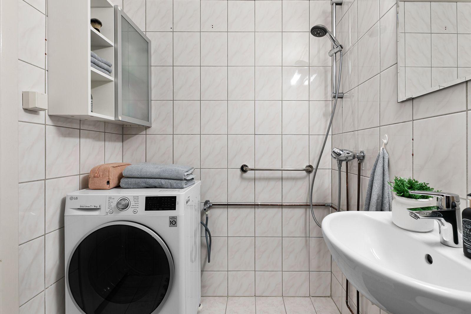 Etterstadsletta 81A Badet har oppkobling for vaskemaskin og gulvvarme