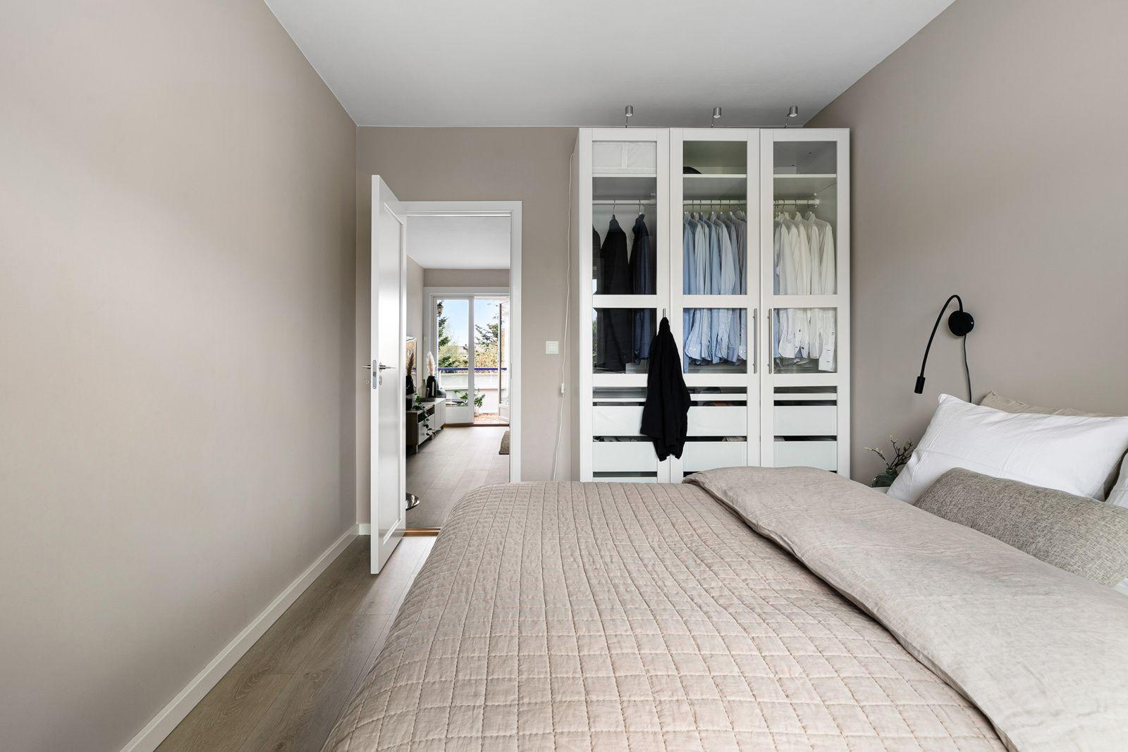 Etterstadsletta 81A Hovedsoverommet er meget romslig med god plass til dobbeltseng, nattbord og garderobeskap