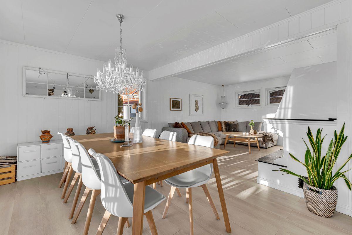 Engelia 47 God plass til stort spisebord