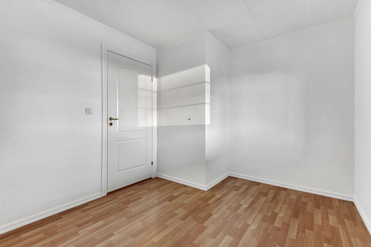 Engelia 47 Her har du god plass til stor seng og øvrig møblement.